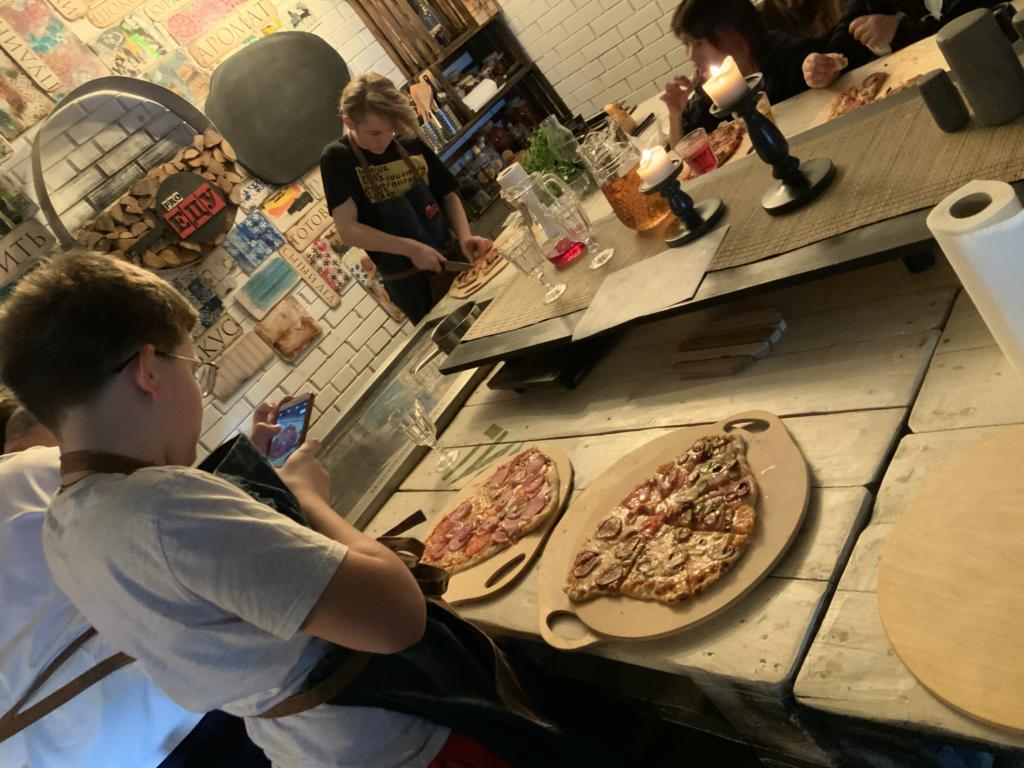 у каждого участника своя пицца