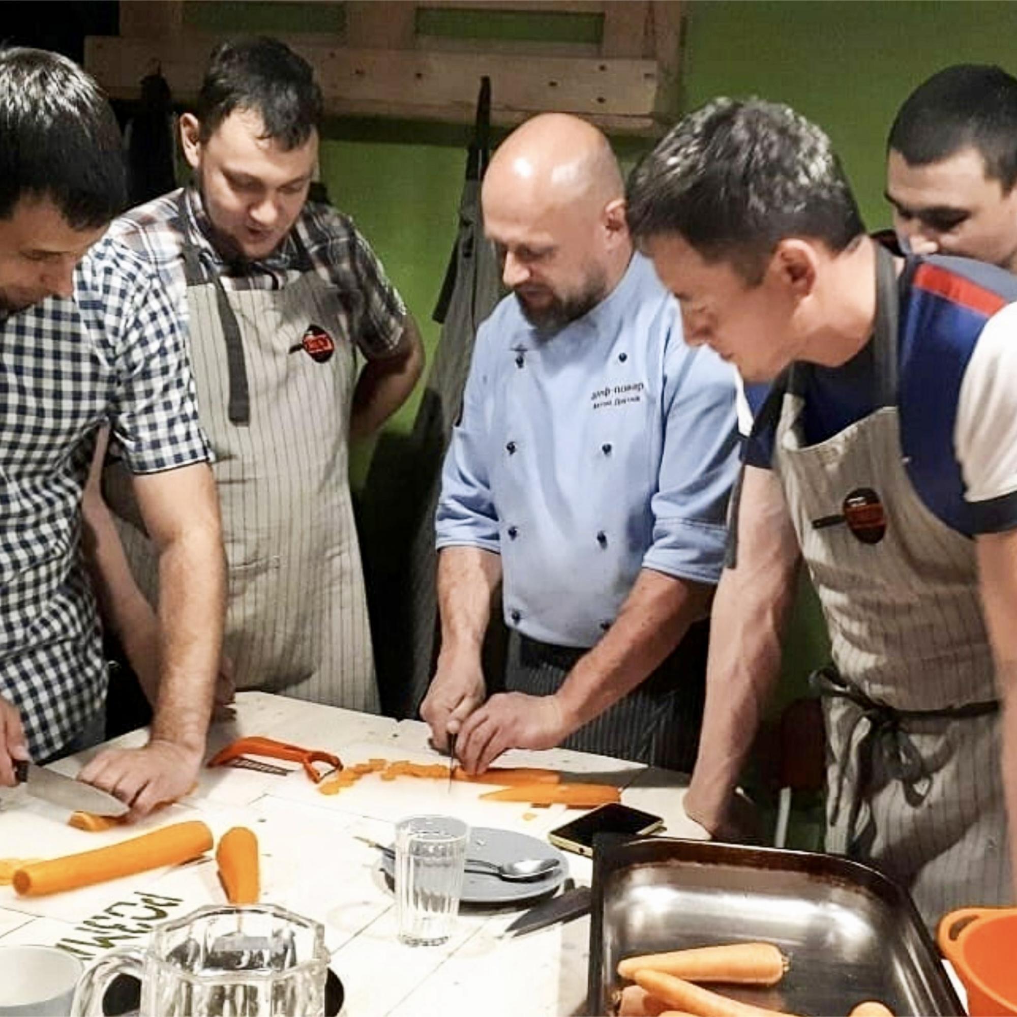 учимся готовить в кулинарной студии